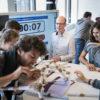 Wetenschapper in Advies aan een teambuildingsopdracht